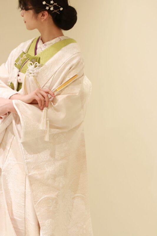 ザトリートドレッシングアディション店の提携会場、パレスホテル東京にて神殿式をされる大人花嫁様におすすめしたい、本物にこだわった正絹の白無垢は、洗練された上品な華やかさが魅力的です