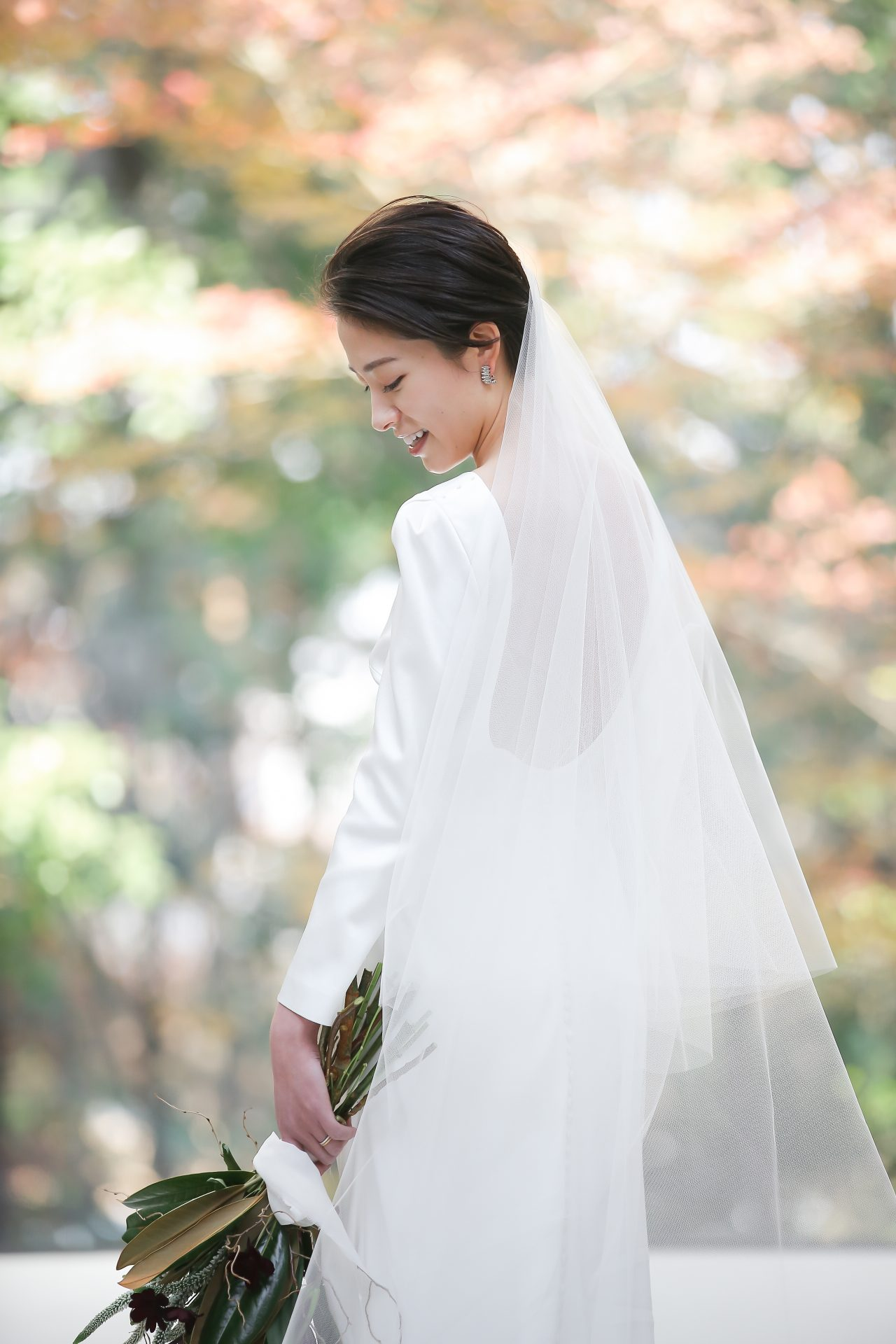 THE TREAT DRESSINGがザ・ナンザンハウスでお式をされるご新婦様におすすめのサヴァンナミラーのロンウスリーブのドレス