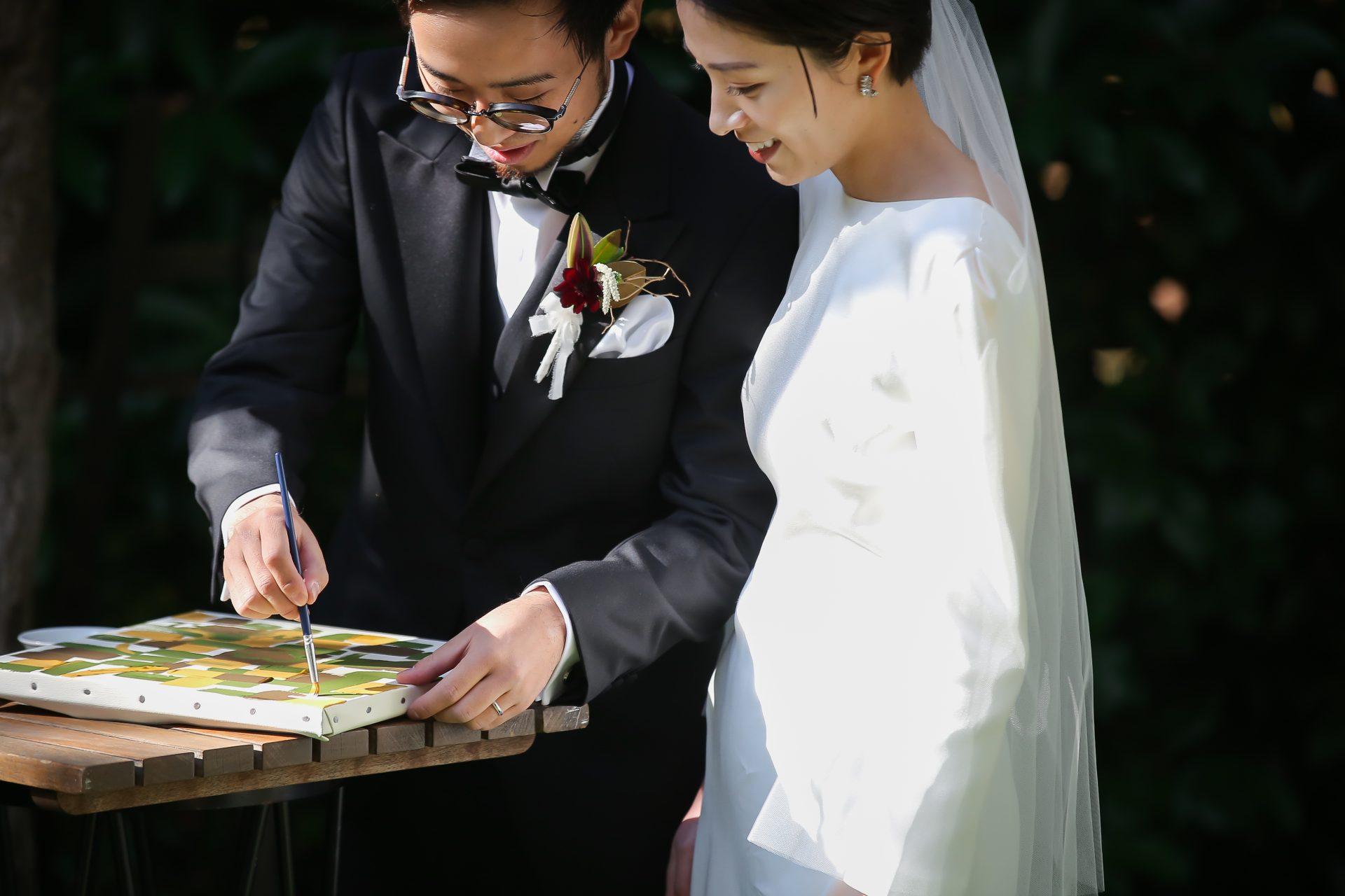 ザ・ナンザンハウスでお式や前撮りをされるご新婦様におすすめのクレープ生地のロングスリーブドレス