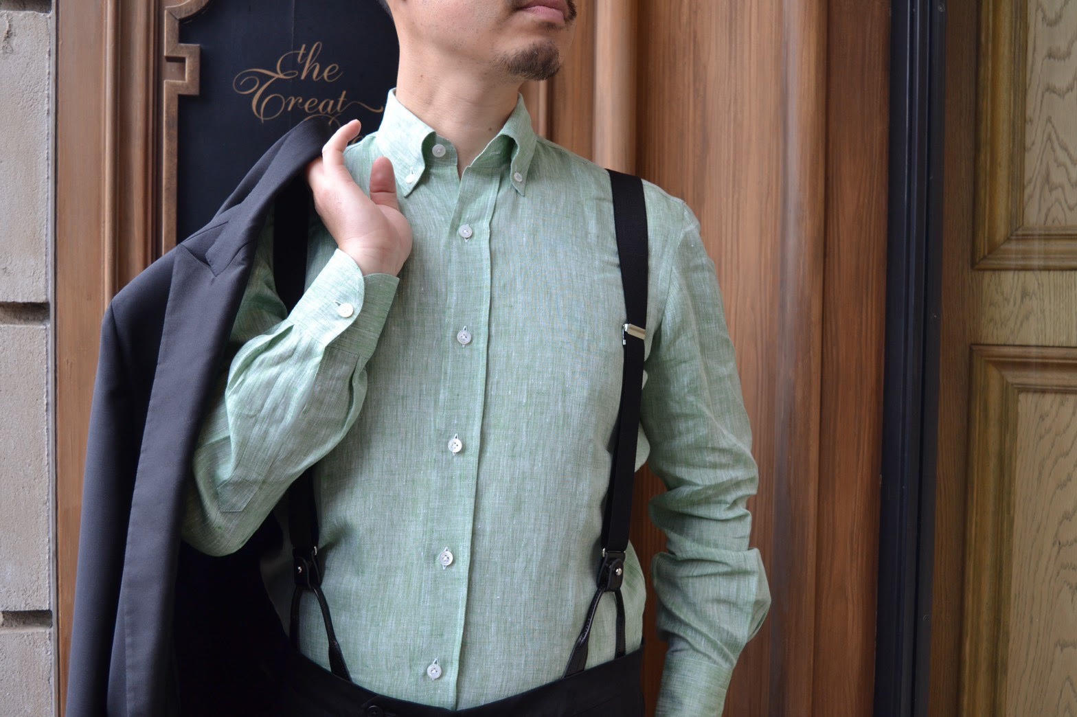 色鮮やかなグリーンが美しいERRICO FORMICOLAのリネンシャツ