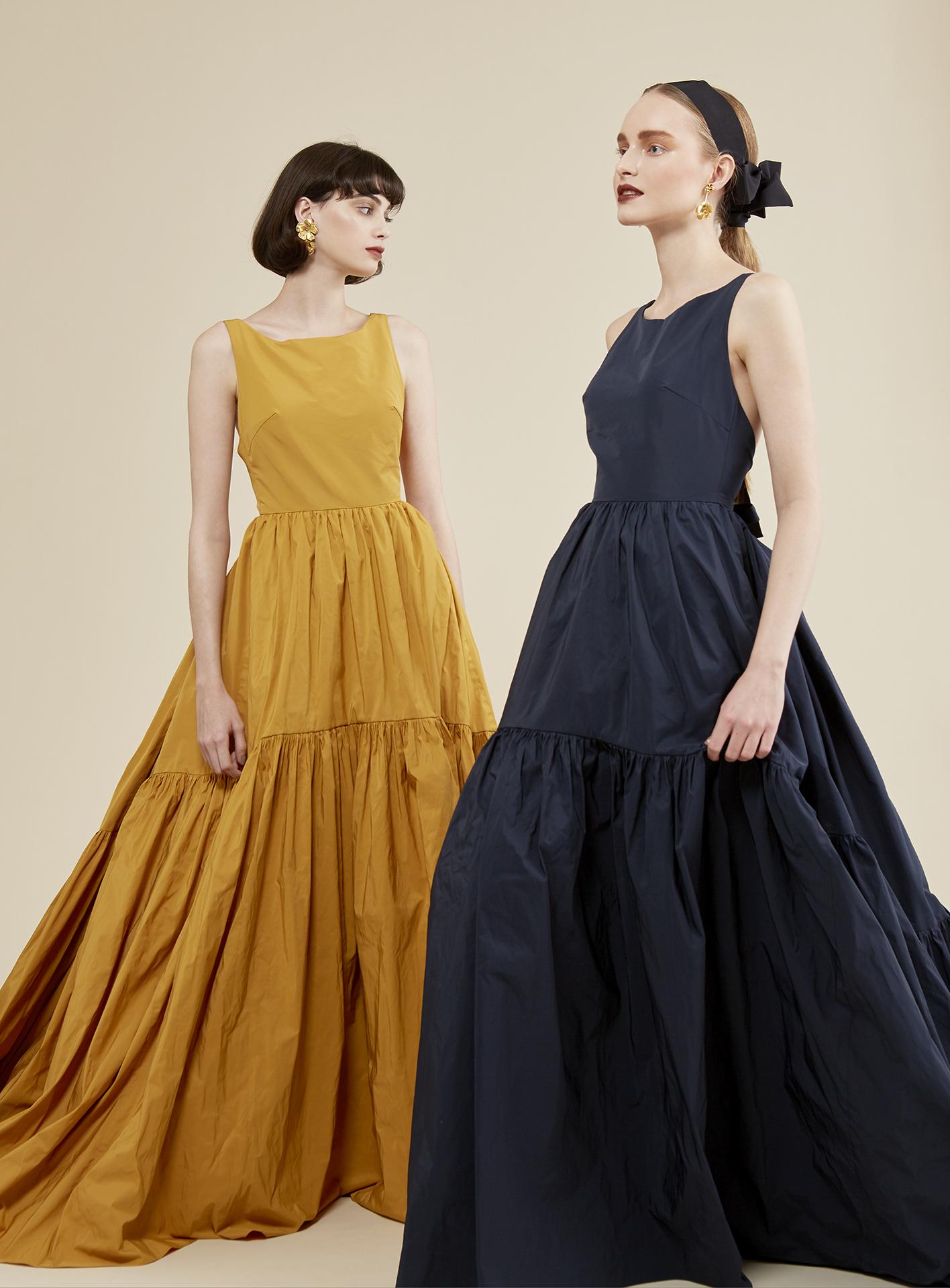 トリートのオリジナルカラードレス。人気のV開きのバックスタイルがおしゃれです。ハリ感のあるモードなスタイルを楽しんで。