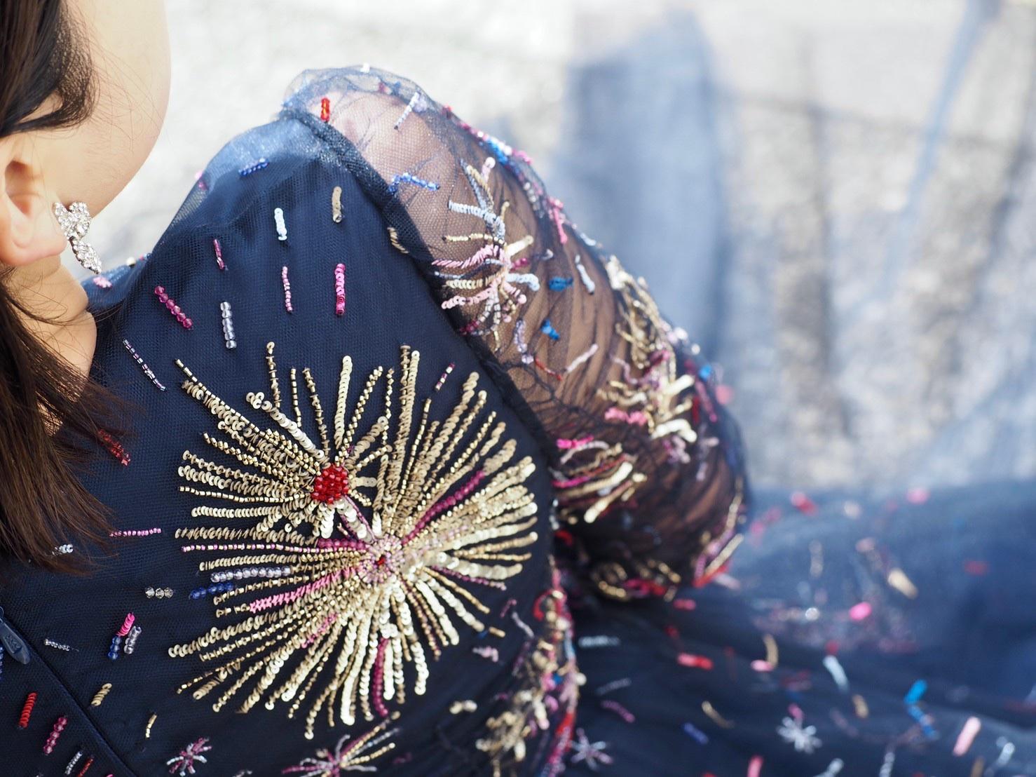 ザトリートドレッシング神戸店にてお取り扱いのある細やかなビジューが美しいモニークルイリエのミッドナイトブルーカラードレスのご紹介