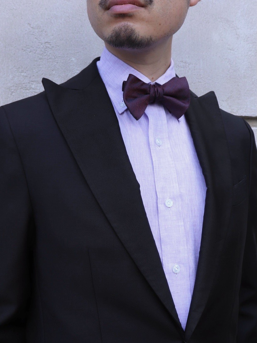 ブラックタキシードのお色直しスタイルにお勧めのエリコフォルミコラのリネンシャツ