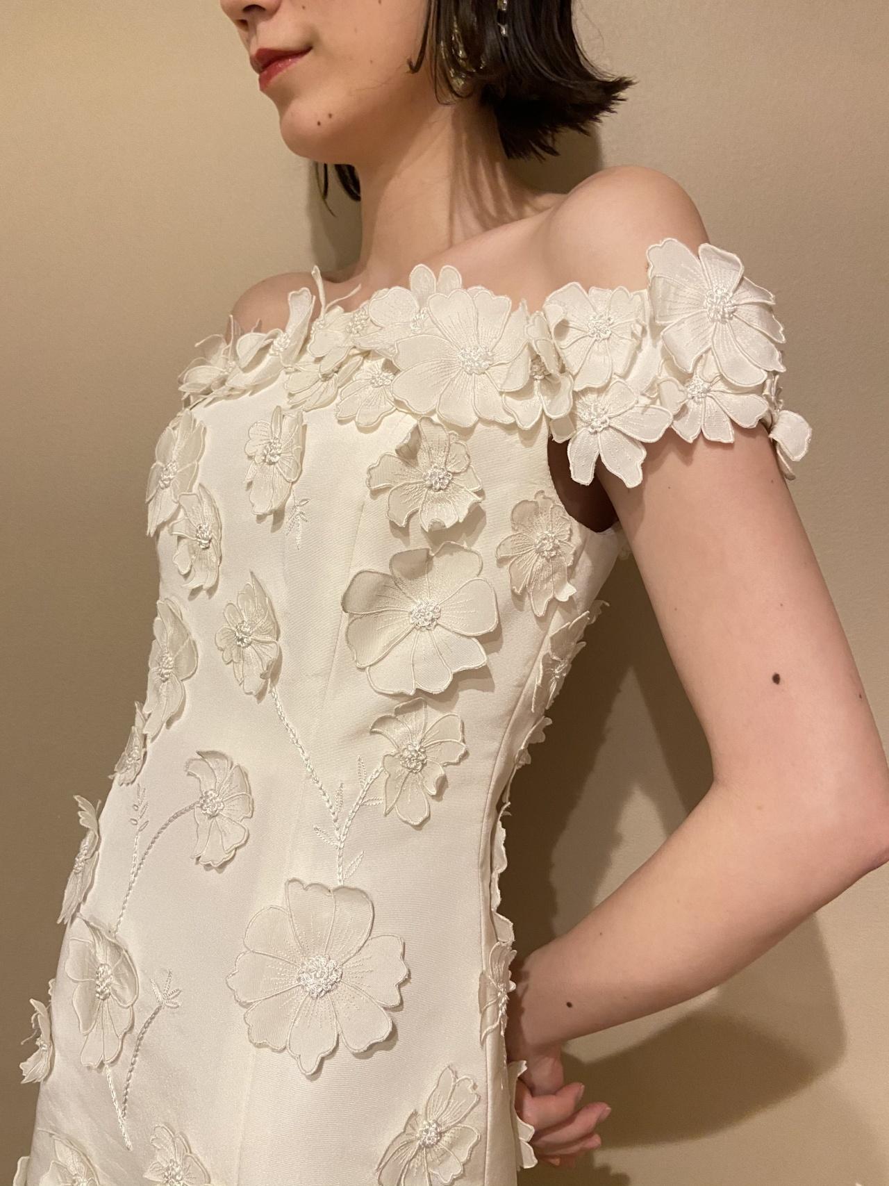 ロマンティックで女性らしいデザインのオスカー・デ・ラ・レンタのドレス