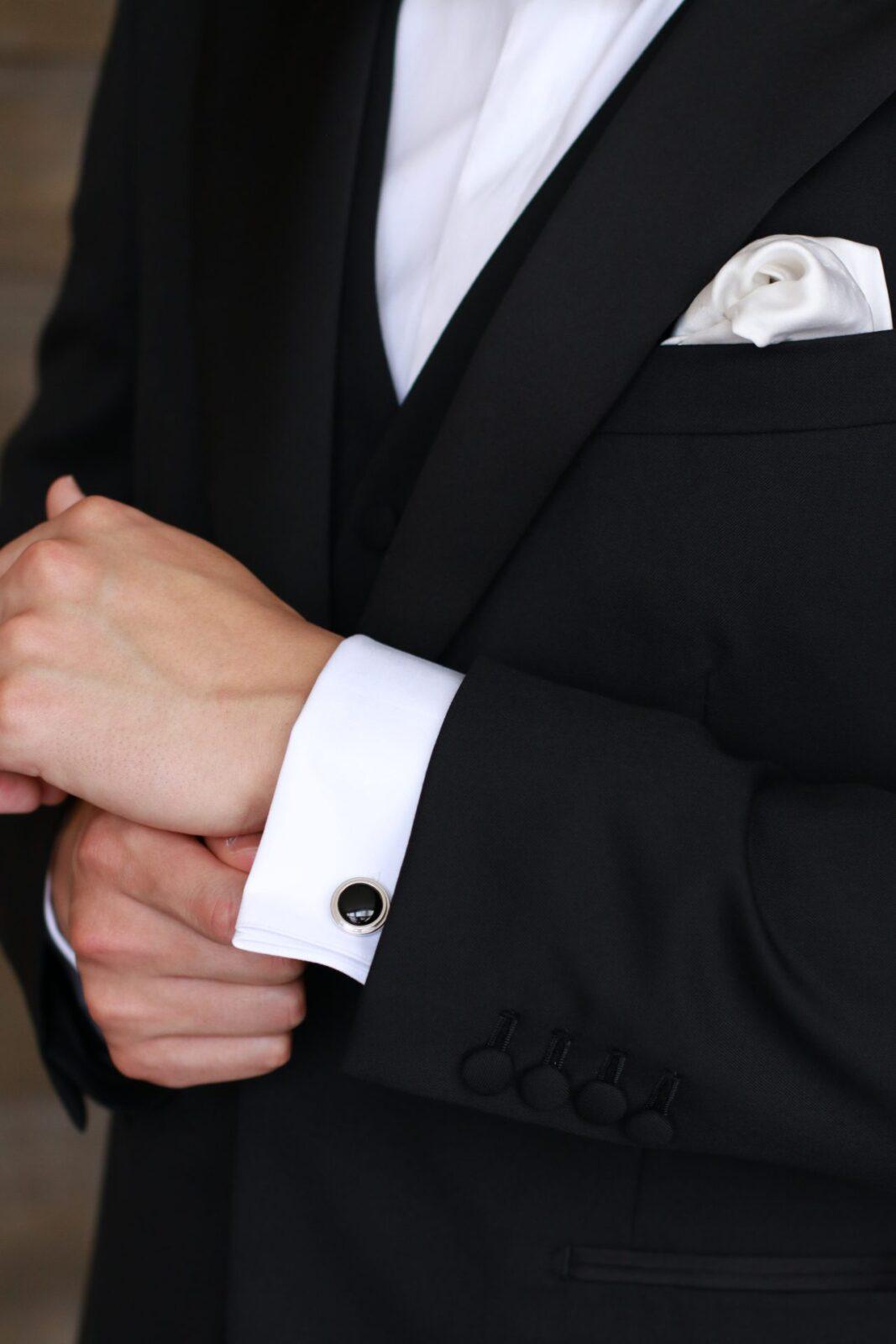 カフリンクスは男性の唯一のアクセサリーで、フォーマルなブラックオニキスのカフリンクスはビジネスシーン、カジュアルシーンやフォーマルなシーンでご使用いただけるアイテムです。
