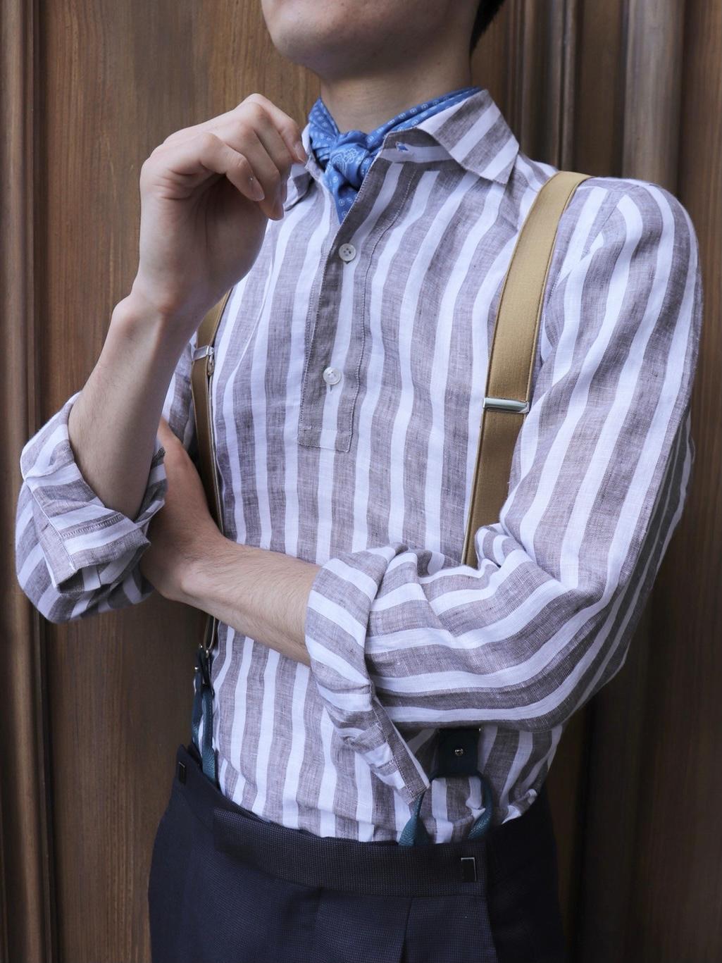 ザトリートドレッシングがお勧めするスカーフが目を惹く夏のお式に向けたサスペンダースタイル
