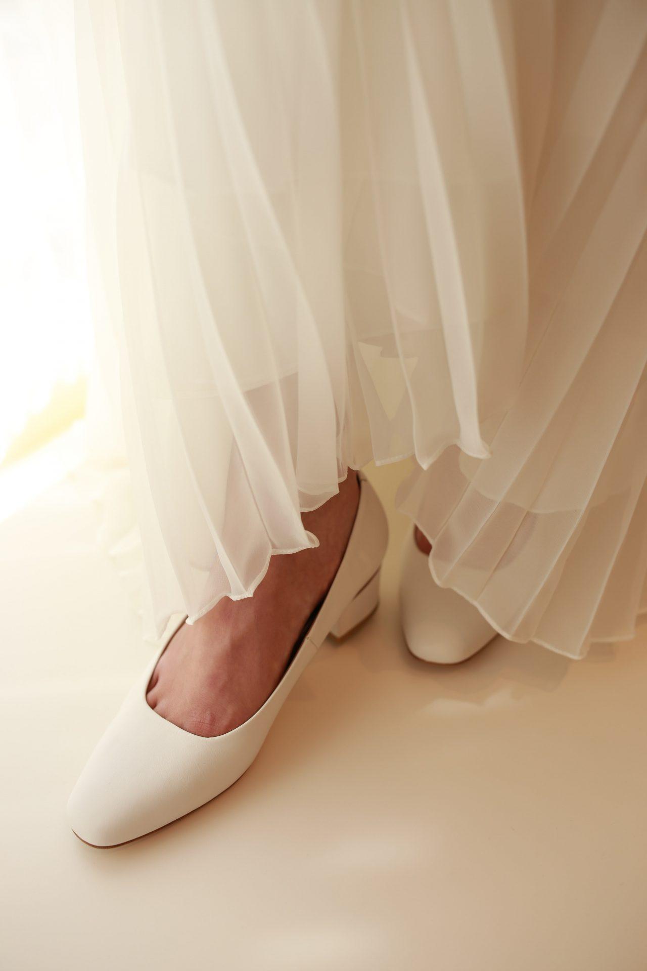 クレープ地やシフォン地のウェディングドレスにおすすめのシューズブランドハーヴェ