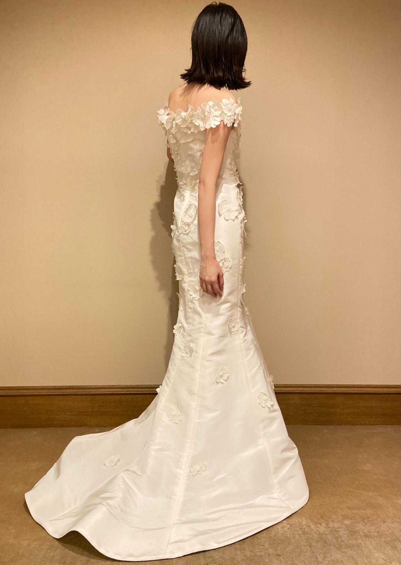 シルエットが美しいオスカー・デ・ラ・レンタのマーメイドドレス