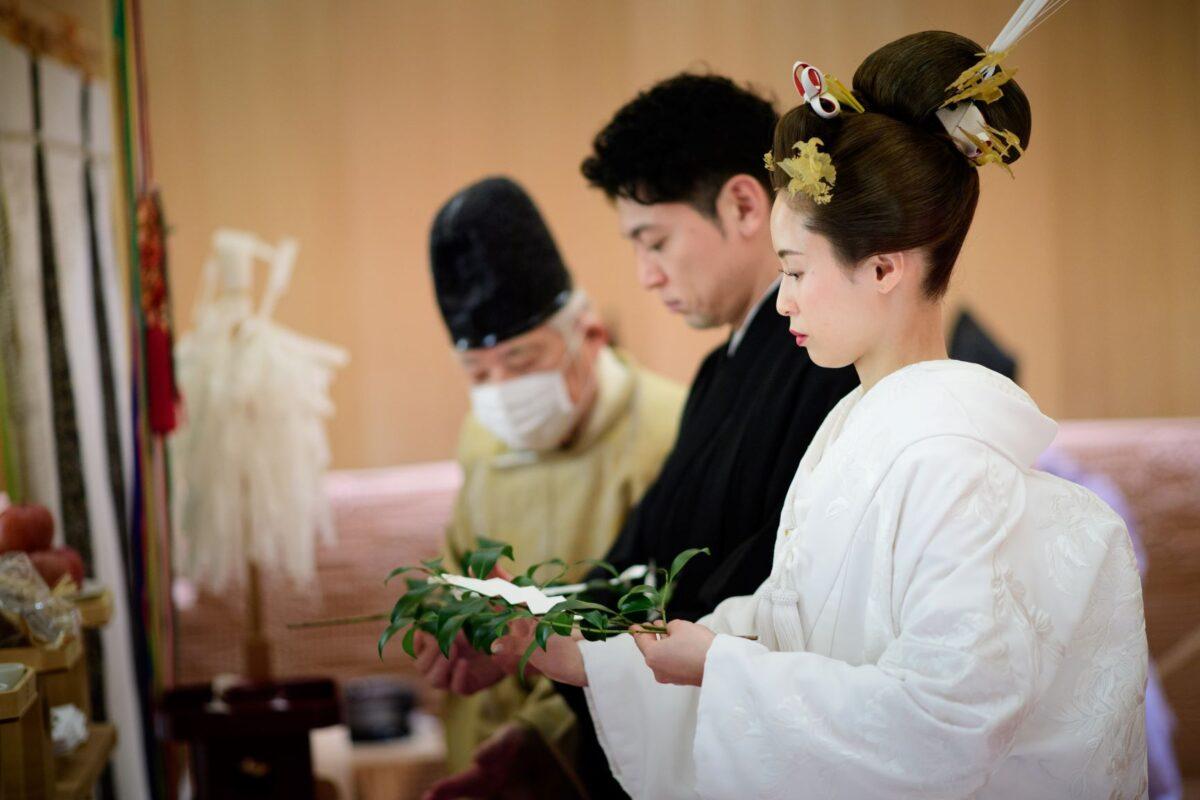 歴史ある出雲大社の神様を祀るパレスホテル東京の由緒正しい神殿で神前式を行った新郎新婦様のご様子