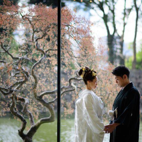 パレスホテル東京にて、ザトリートドレッシング アディション店で取り扱う白無垢と紋付袴を身に纏い、クラシックモダンな結婚式を叶えた新郎新婦様の結婚式をご紹介いたします