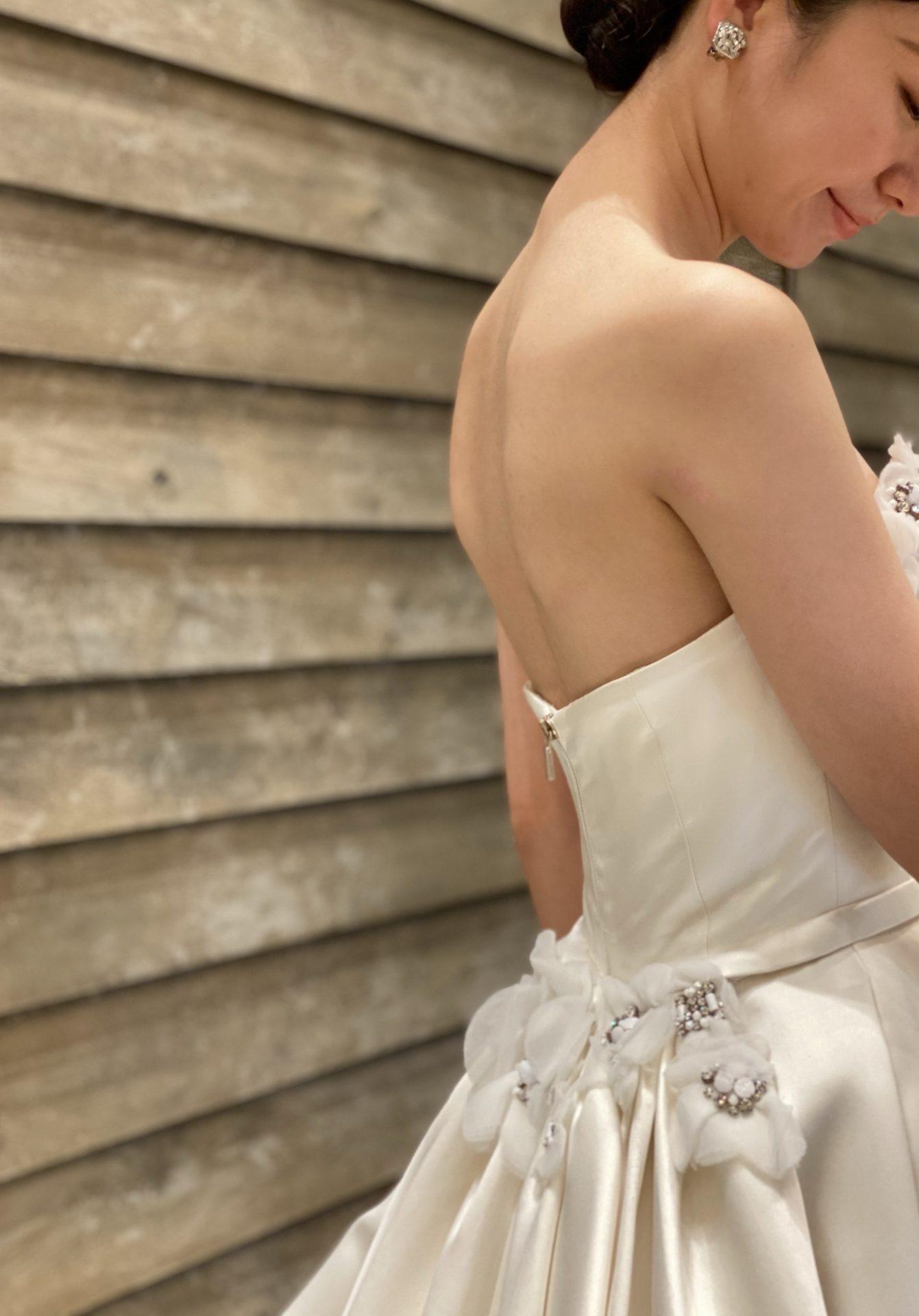 大阪の結婚式場におすすめしたいTHE TREAT DRESSING大阪店からご紹介するホテルに合うドレス