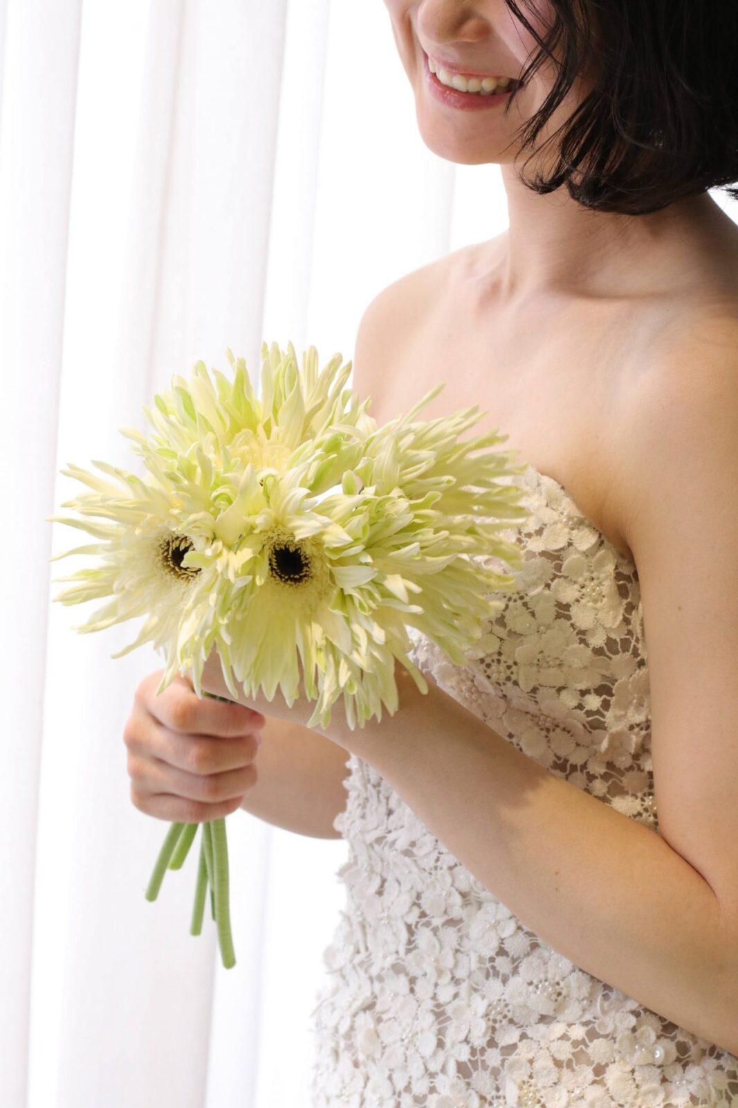 大切な結婚式には、思わず笑顔が溢れるようなお気に入りのウェディングドレスにご自身らしいブーケを組み合わせ、パーソナルスタイルを引き立てるコーディネートをザトリートドレッシングではお勧めいたします