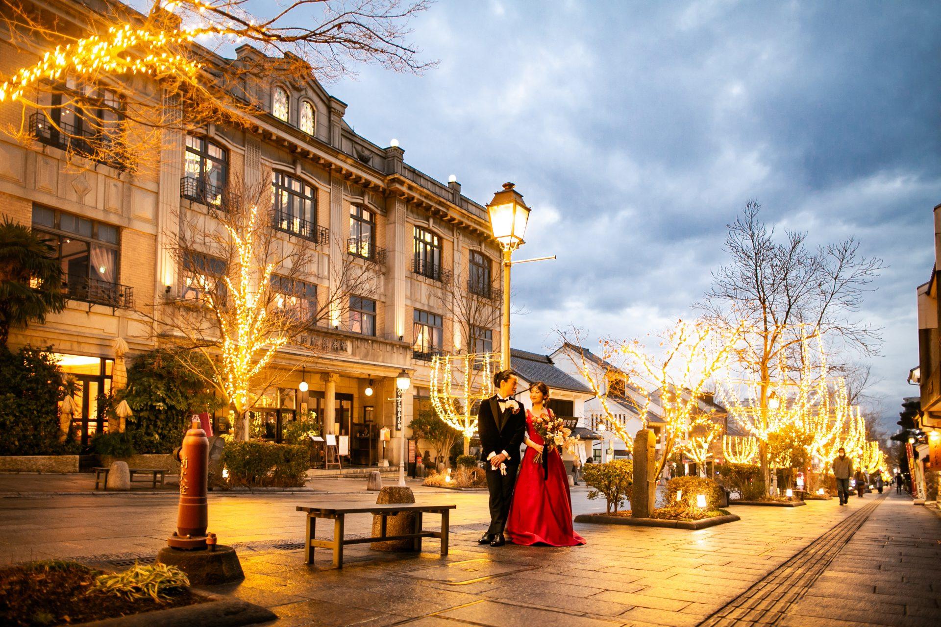 善光寺の門前町で幻想的な夜景が魅力的な結婚式に映えるTHE TREAT DRESSINGの衣装