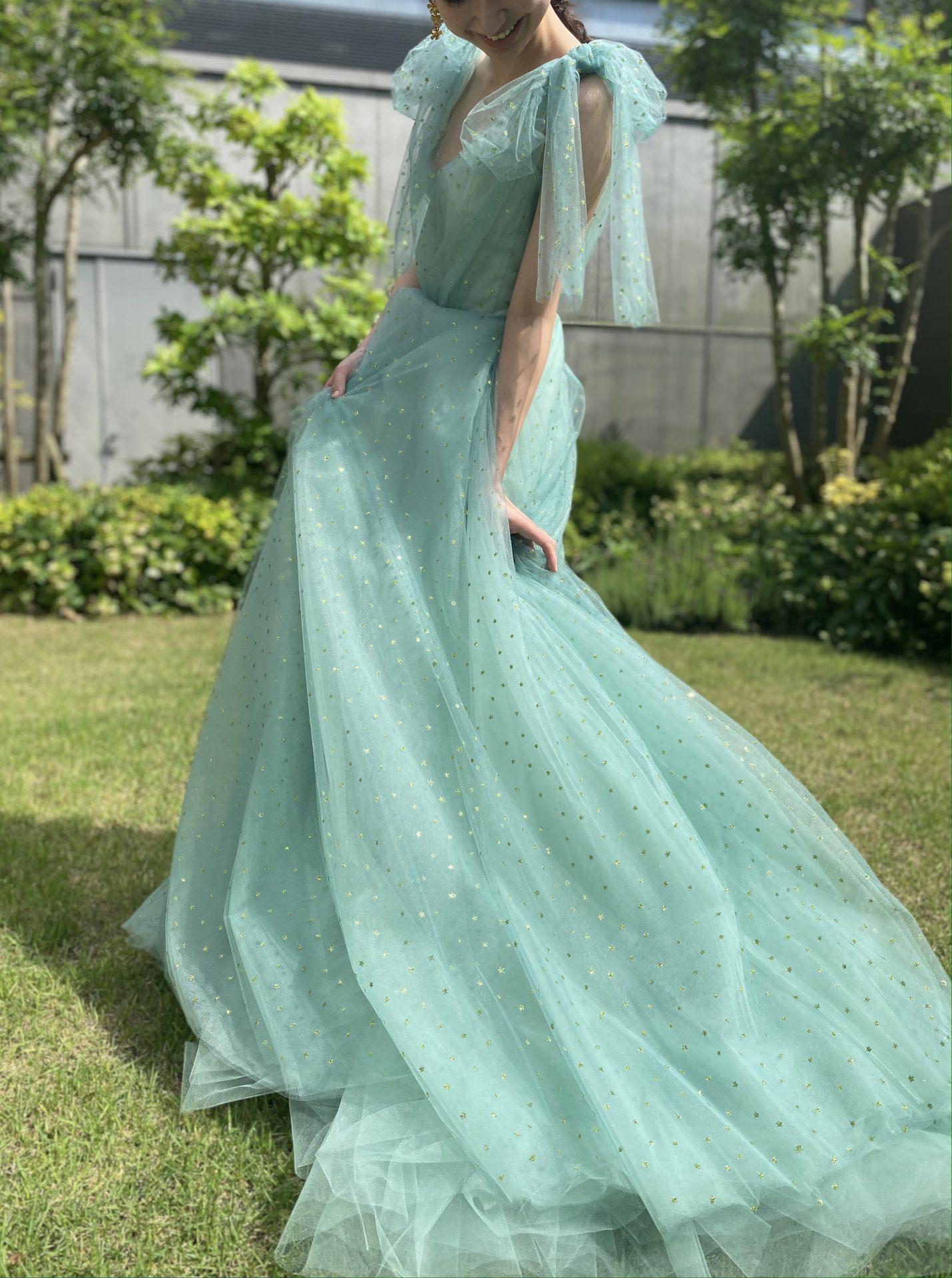 ハイアットリージェンシー大阪におすすめのザトリートドレッシングのグリーンのチュールのカラードレス