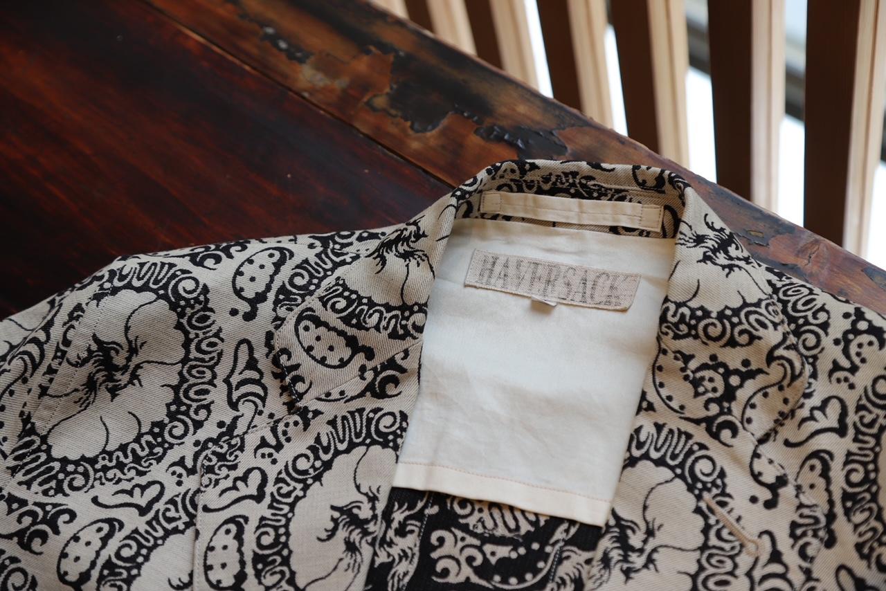 ハバーサック(HAVERSACK)は、2001年に設立したファッションブランド。デザイナーは乗秀幸次。男の普遍的要素を持つミリタリー、ワーク、ユニホーム、テーラードと言ったカテゴリーの中で時代が生んだ知恵とディテールに満ちたヴィンテージの火を消さないため、それらを時代に継承し新しい火を起こすことにこだわり続ける。