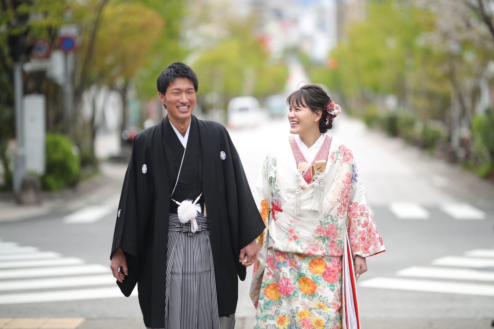 善光寺表参道の街並みと笑顔の映える和装の前撮り写真