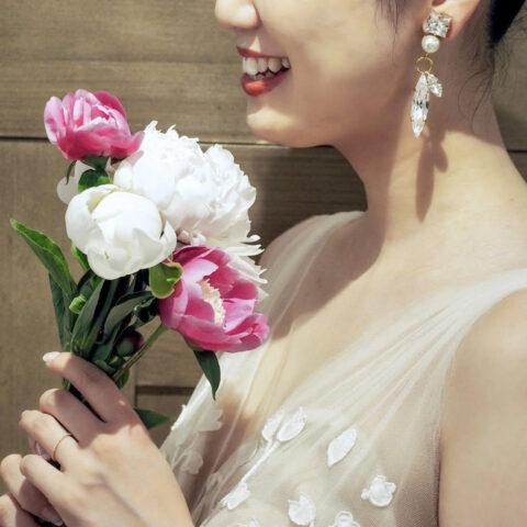 トリート神戸店に入荷したオスカーデラレンタのリーフモチーフの刺繍が印象的なチュールのAラインの新作ウェディングドレス