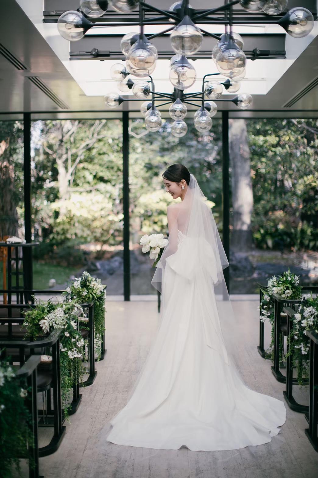 関西大阪にある、まるで森の中にいるかのような緑と自然が溢れるチャペルにてナチュラルな結婚式を。
