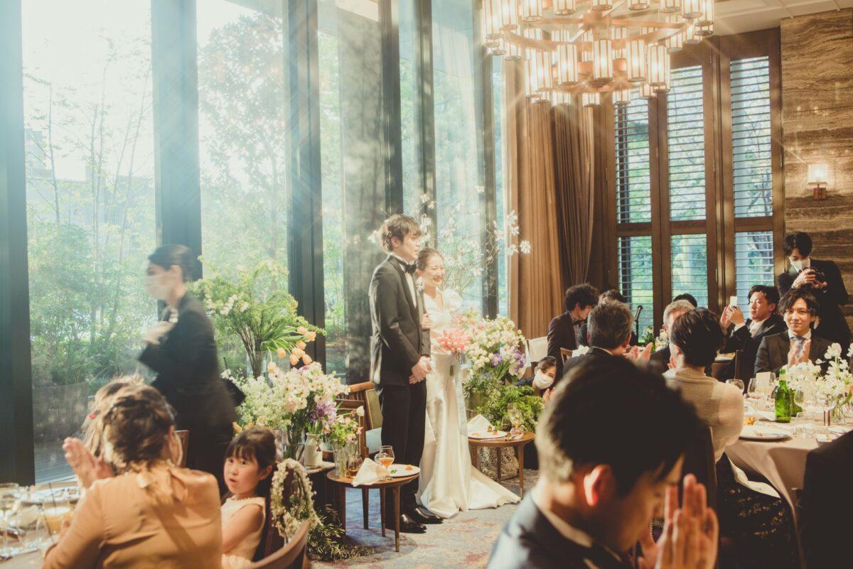 赤坂プリンスクラシックハウスで行われた親族のみの結婚式では、細身のウェディングドレスでのお色直しが、アットホームなウェディングにぴったりです