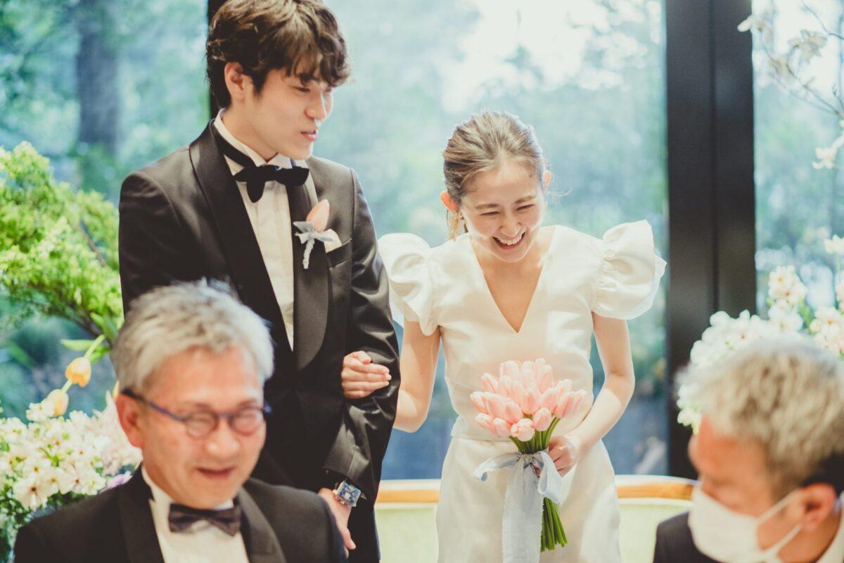お洒落な花嫁様がお色直しにお選びになったのは、東京表参道にある人気ドレスショップ、ザトリートドレッシングのハーフペニーロンドンのセパレートドレスです
