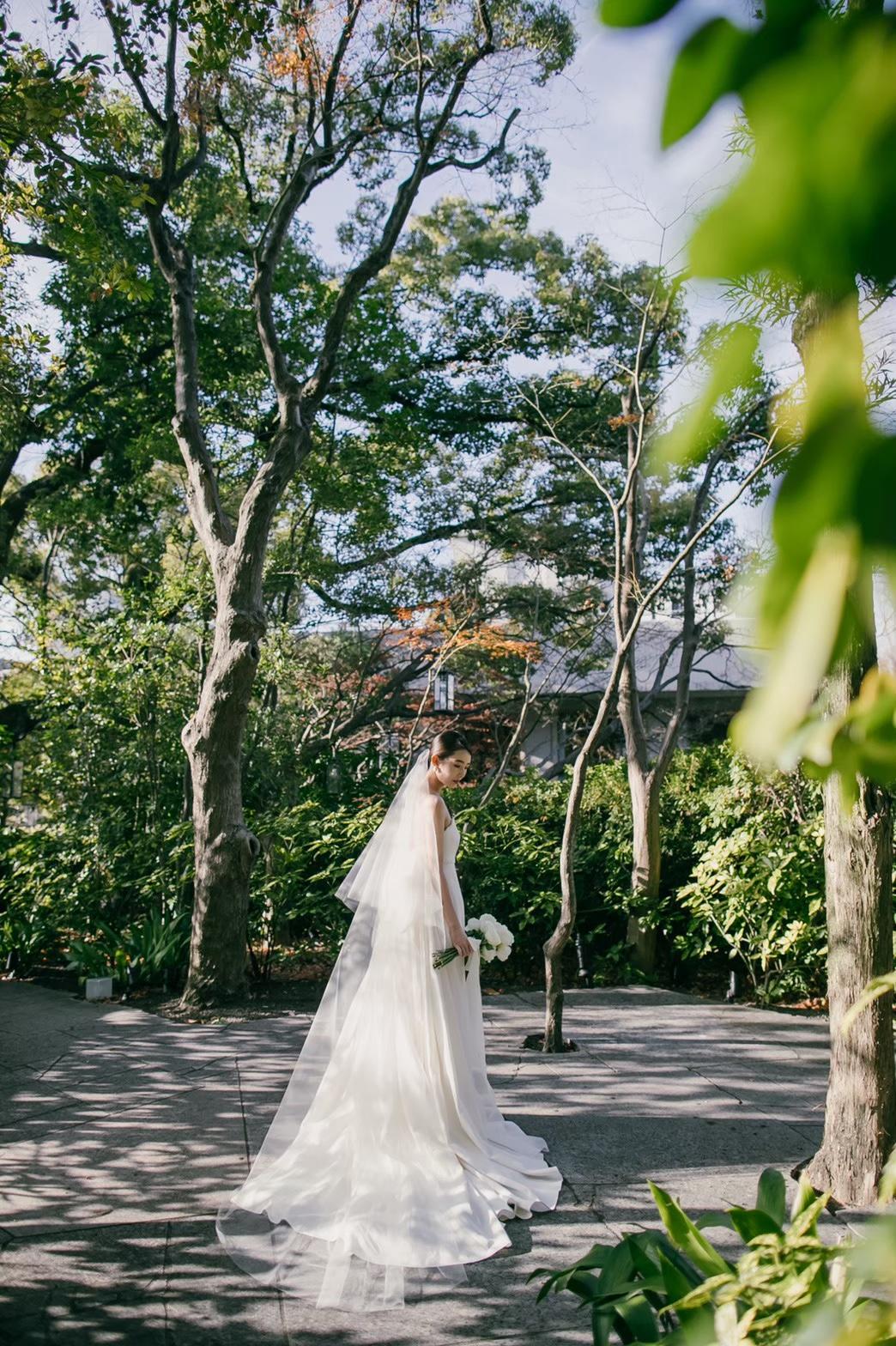 大阪で叶える大人ナチュラルなガーデンウェディング。森の様な緑豊かな庭園でお二人だけの特別感溢れるファーストミートを。