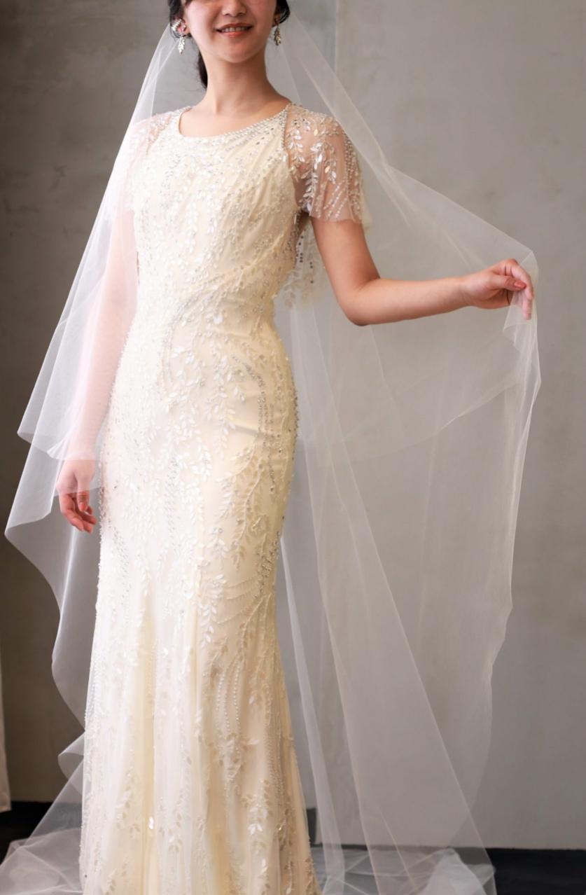 スレンダーラインのお洒落なウェディングドレスは、赤坂プリンスクラシックハウスなどのモダンでクラシカルな雰囲気の結婚式会場に良く合います
