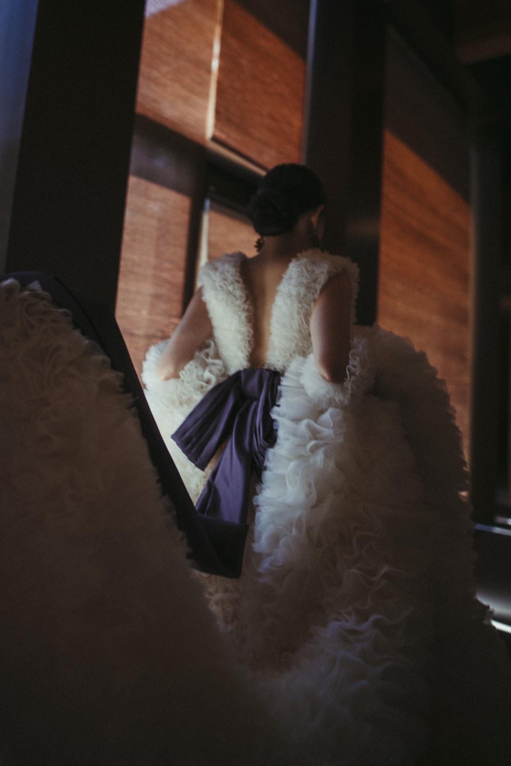 トリートドレッシングにてお取り扱いのあるたっぷりフリルがあしらわれたトモコイズミのドレスのご紹介