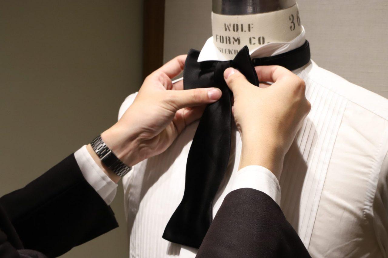 蝶ネクタイの結び方をご紹介。その④