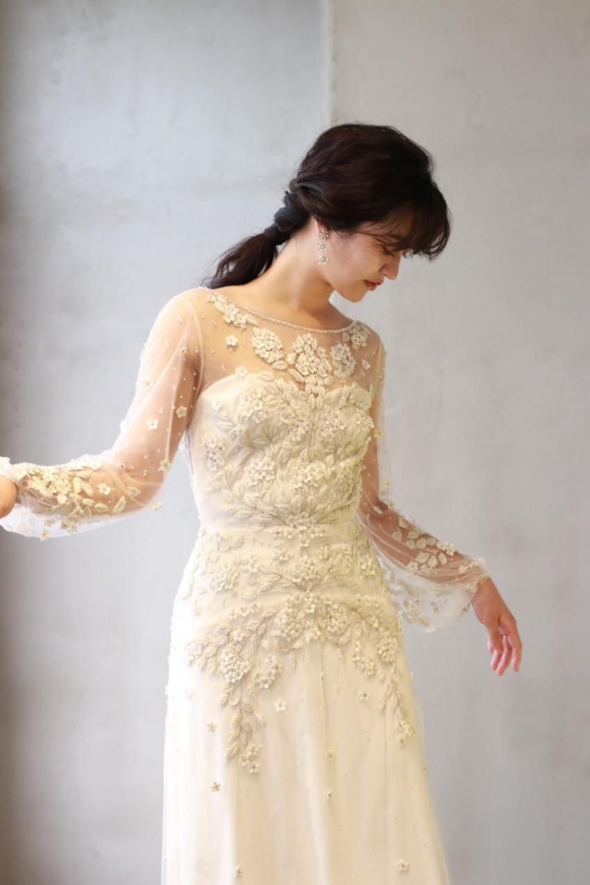 女性の魅力を最大限に引き出すジェニーパッカムのウェディングドレスは、アンティーク調のフラワー刺繍が繊細で日本の花嫁様に人気のデザインです