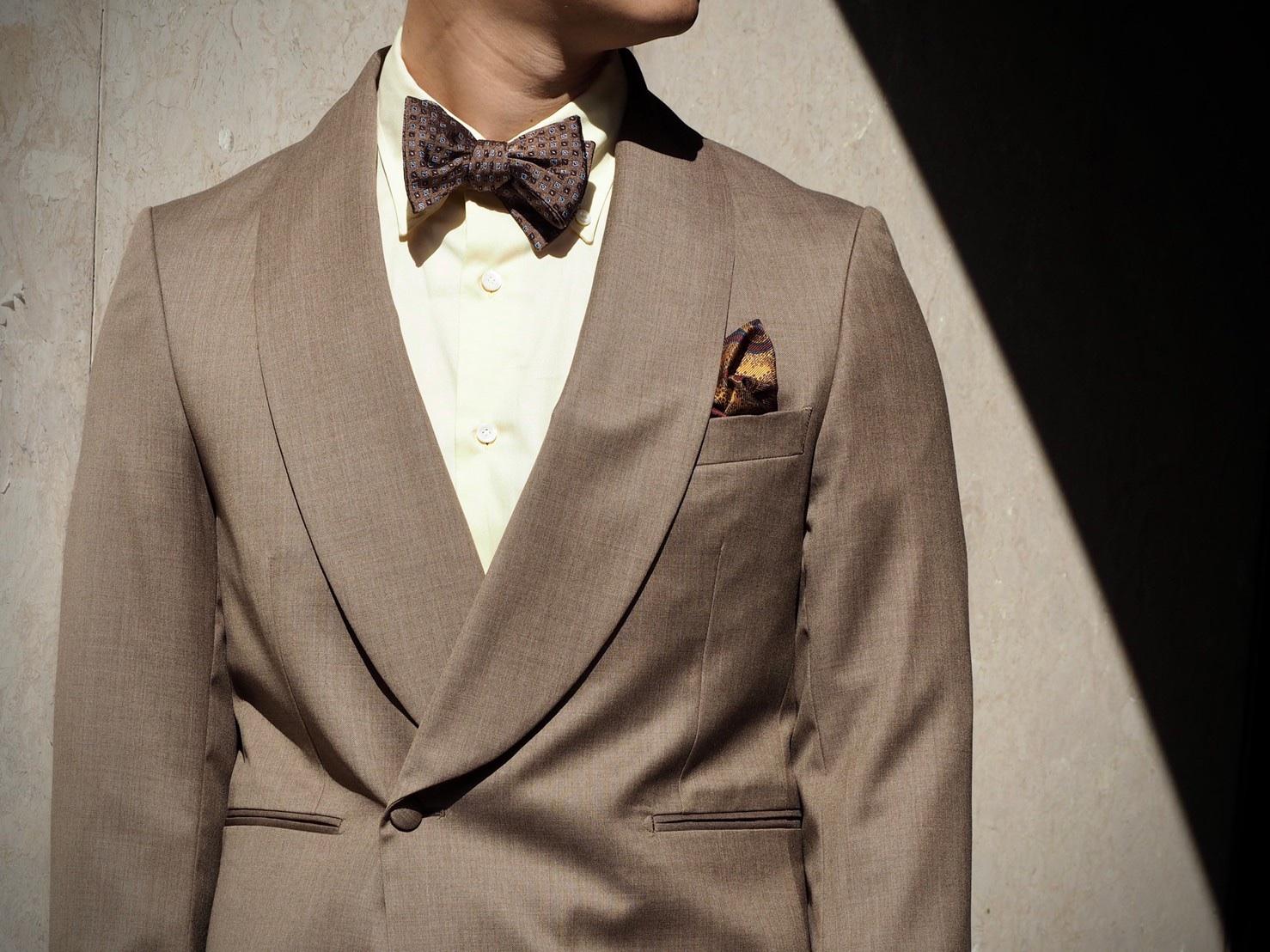 パーティーシーンにぴったりなベージュのジャケットスタイル。TREAT Gentlemanでは、カジュアルウェアも豊富にお取り扱いしております。