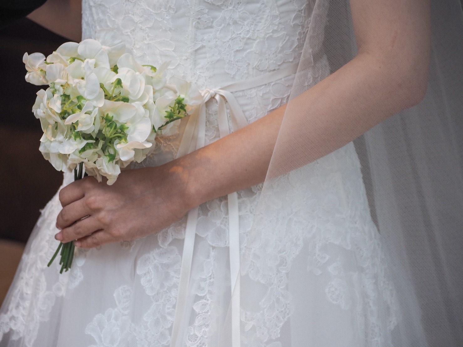 シャンテリーレースとチュールが美しいMonique Lhuillier(モニーク ルイリエ)のウエディングドレスのご紹介