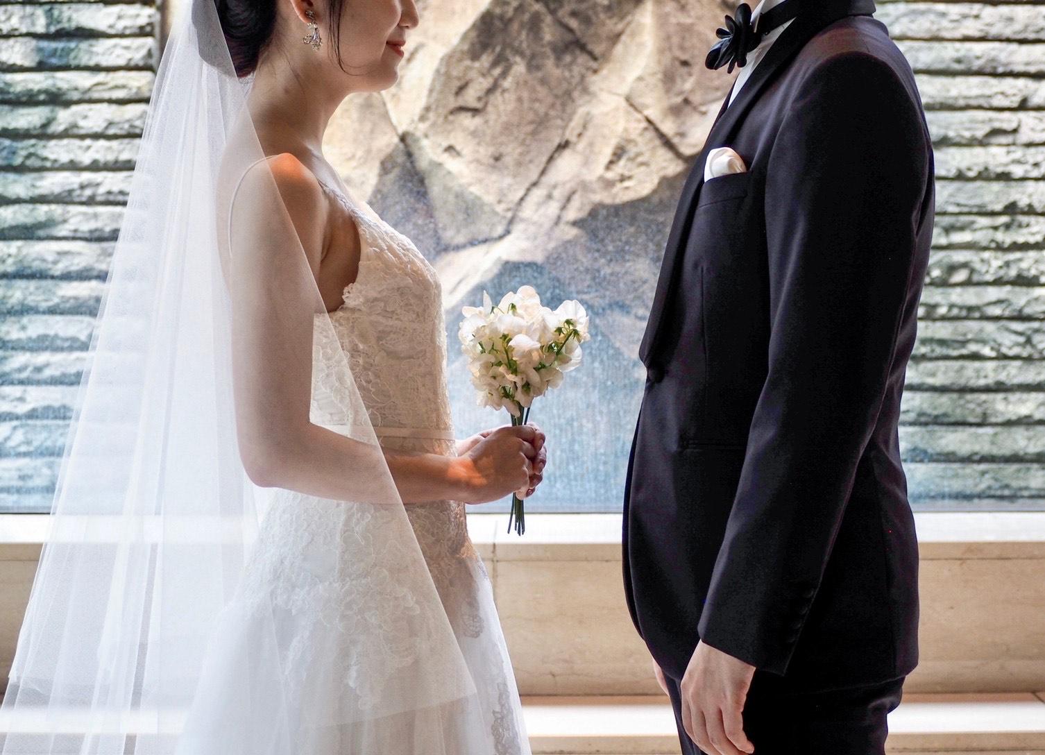 THE TREAT DRESSING神戸店にてお取り扱いしているオリエンタルホテル神戸におすすめのMONIQUE LUILIER(モニークルイリエ)のウェディングドレス