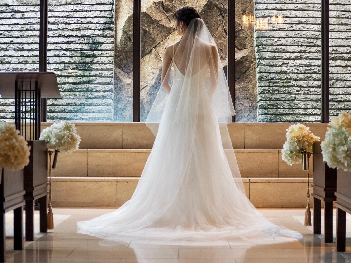 アットホームなオリエンタルホテル神戸のチャペルとTHE TREAT DRESSING神戸店にてお取り扱いしているおすすめのMONIQUE LUILIER(モニークルイリエ)のウェディングドレス