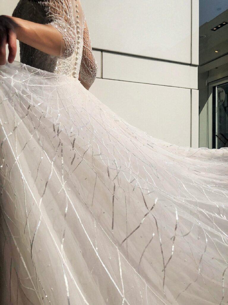 Reem Acra(リーム アクラ)ビジューが印象的なAラインのウェディングドレスのご紹介