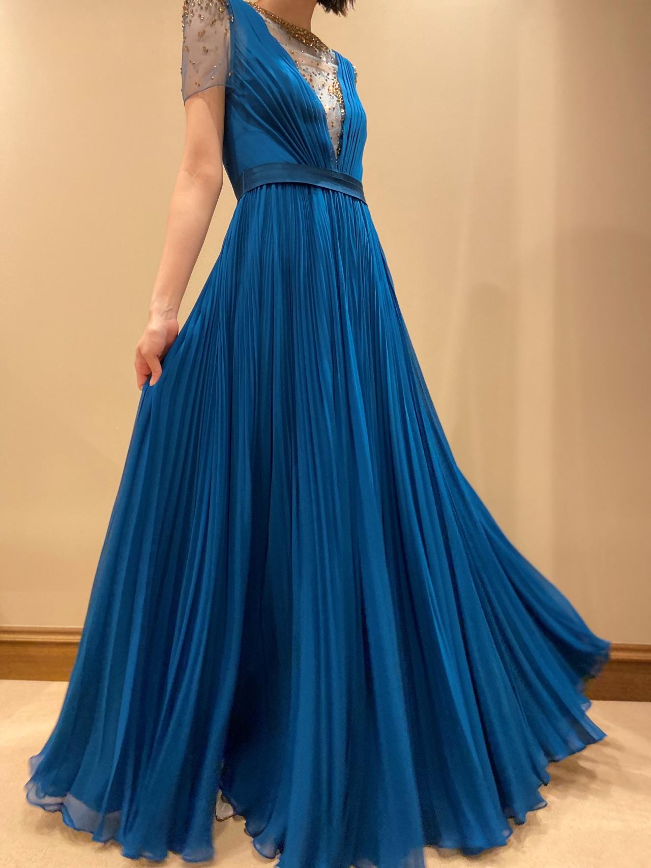 モードな花嫁におすすめのスタイリッシュなドレス