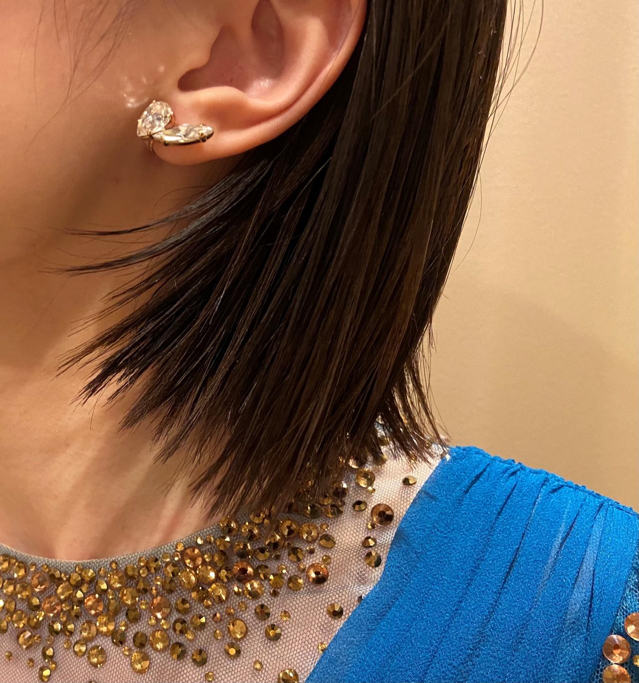 ファッショナブルな小粒のイヤリングはトレンドに敏感なおしゃれな花嫁におすすめ
