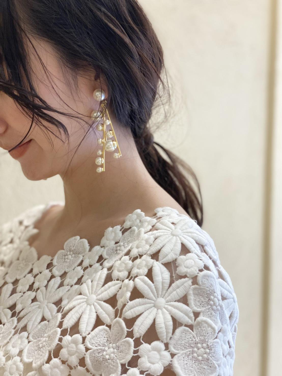 マーメイドドレスにおすすめのローポニーテールを合わせた披露宴スタイル
