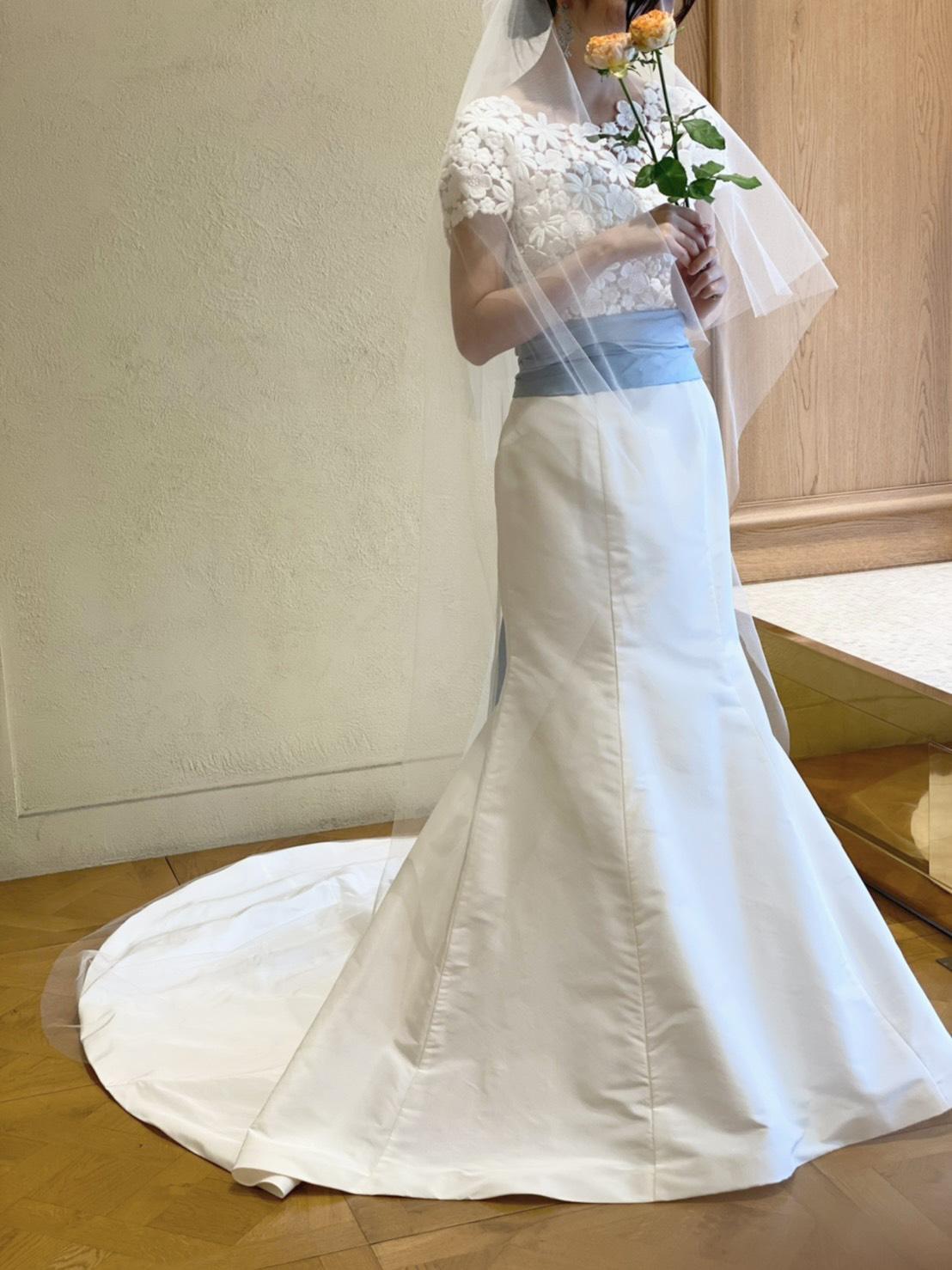 ザ・トリートドレッシングから誕生したブランドのトリートメゾンのブルーリボンがあしらわれたドレス