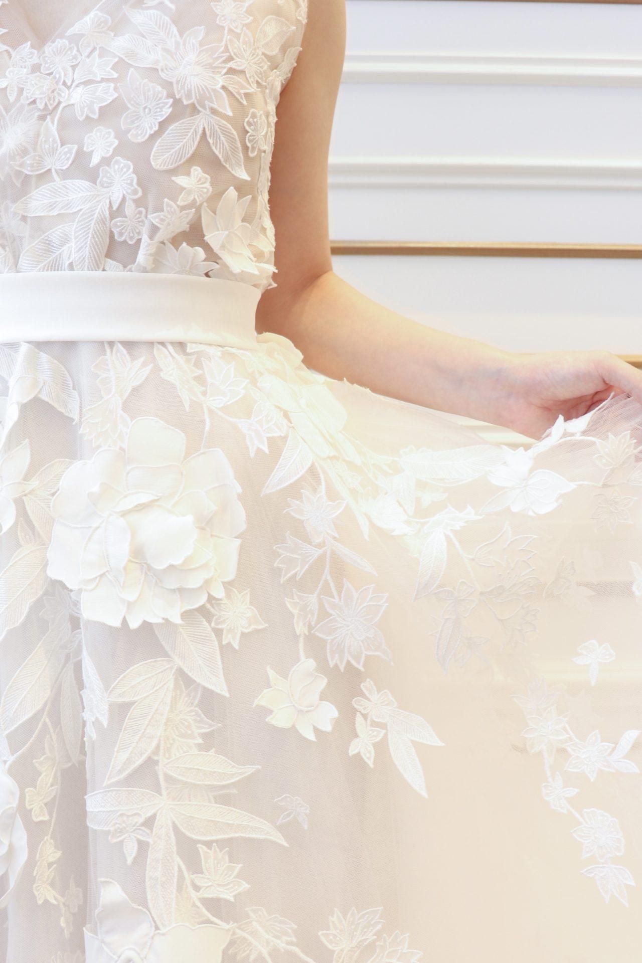 ザトリートドレッシング名古屋店がおすすめするオスカーデラレンタの柔らかなチュールウェディングドレス