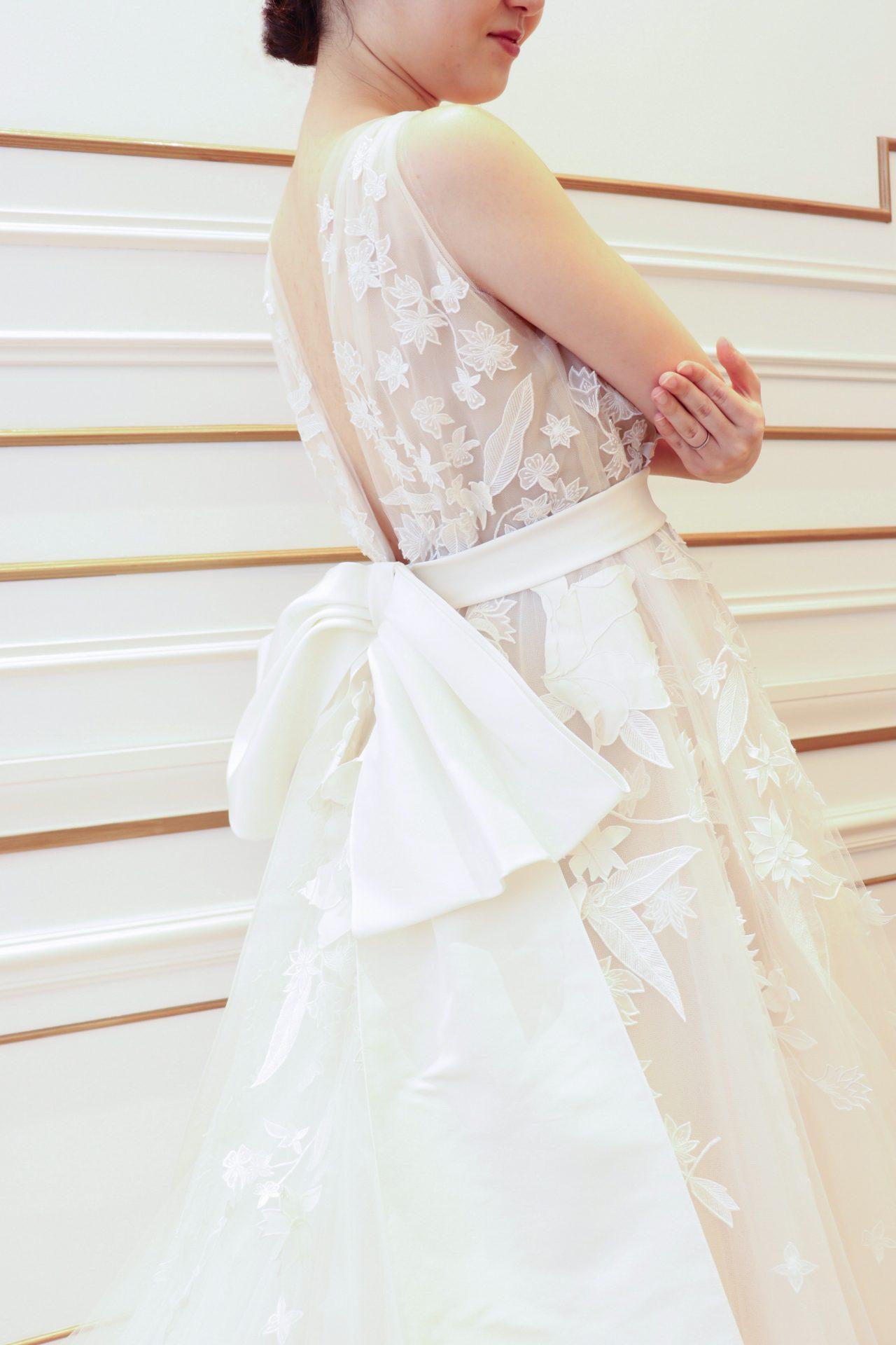 ザトリートドレッシングに入荷したオスカーデラレンタの新作のウェディングドレス