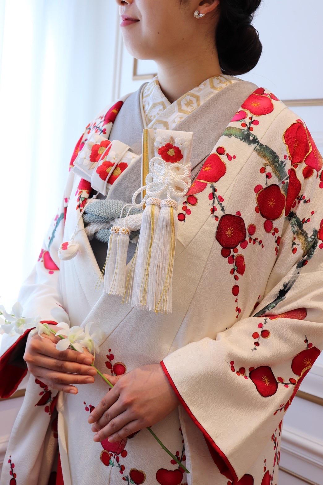 THE TREAT DRESSING名古屋店でお取り扱いしている人気の白地の色打掛