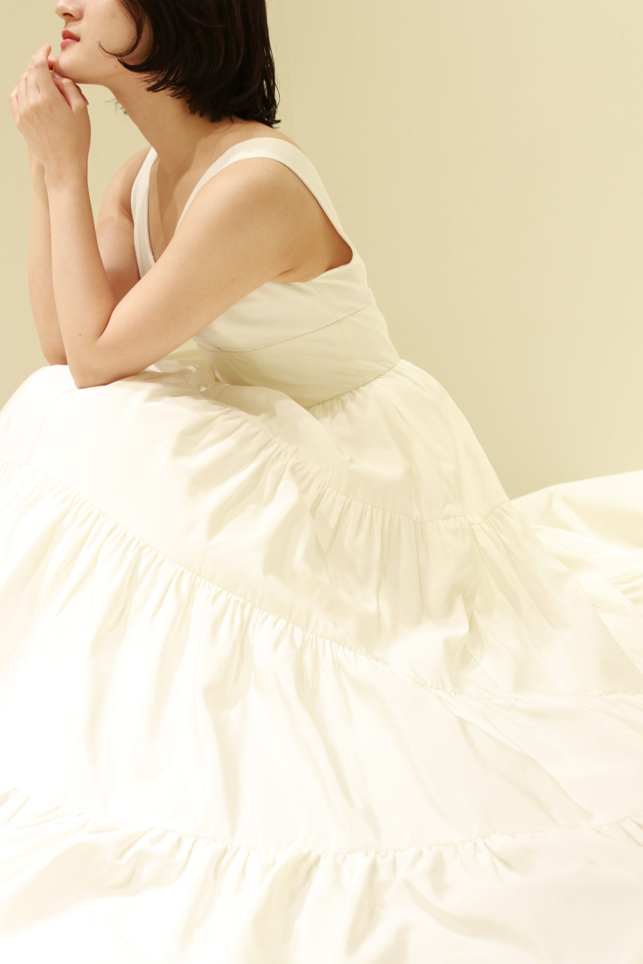 女性らしいメリハリがある体型の「ストレート」には、肌にハリと弾力があるのが特徴ですので、ドレスの生地はシルクサテンなどの上質で光沢感のある素材が相性抜群です