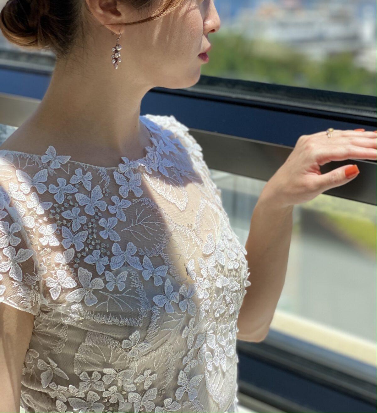 トレンドのニューヨーク発のエリザベスフィルモアのレンタルウェディングドレスでナチュラルなブライズスタイルを