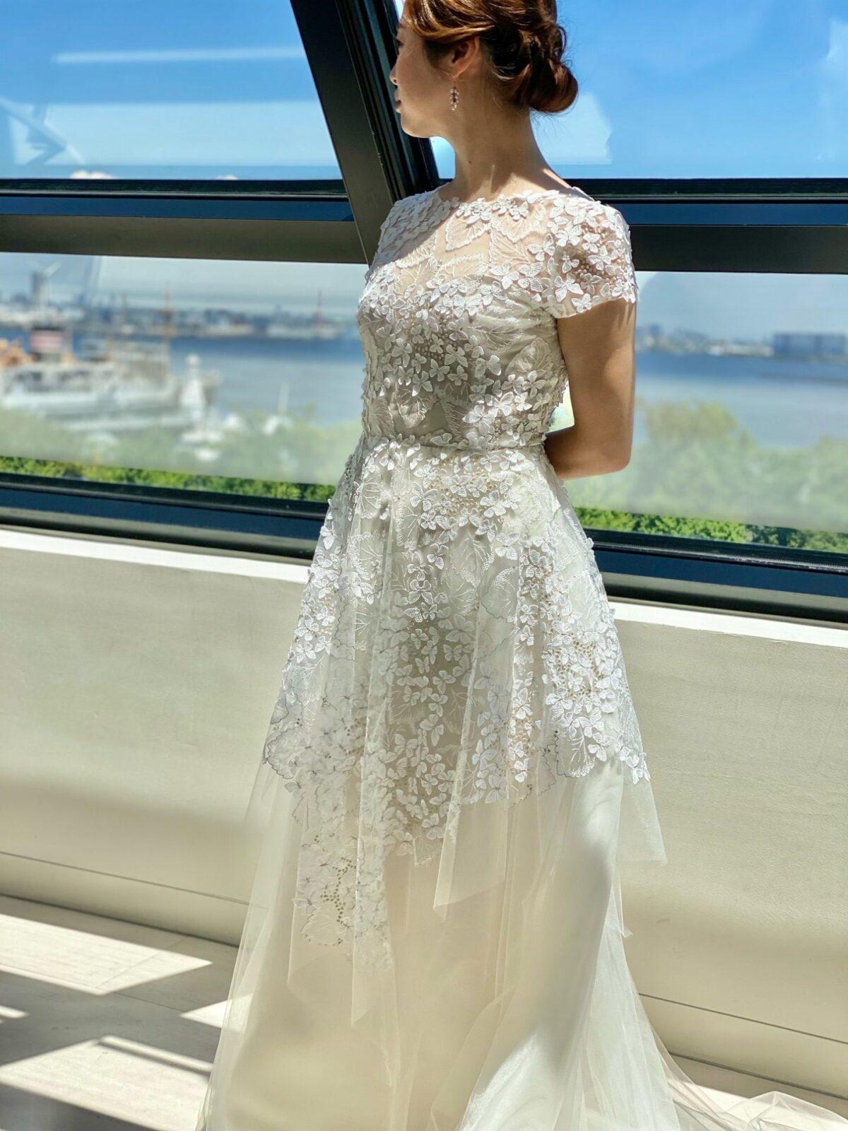 バーニーズニューヨーク横浜店らしいファッショナブルなレンタルウェディングドレス