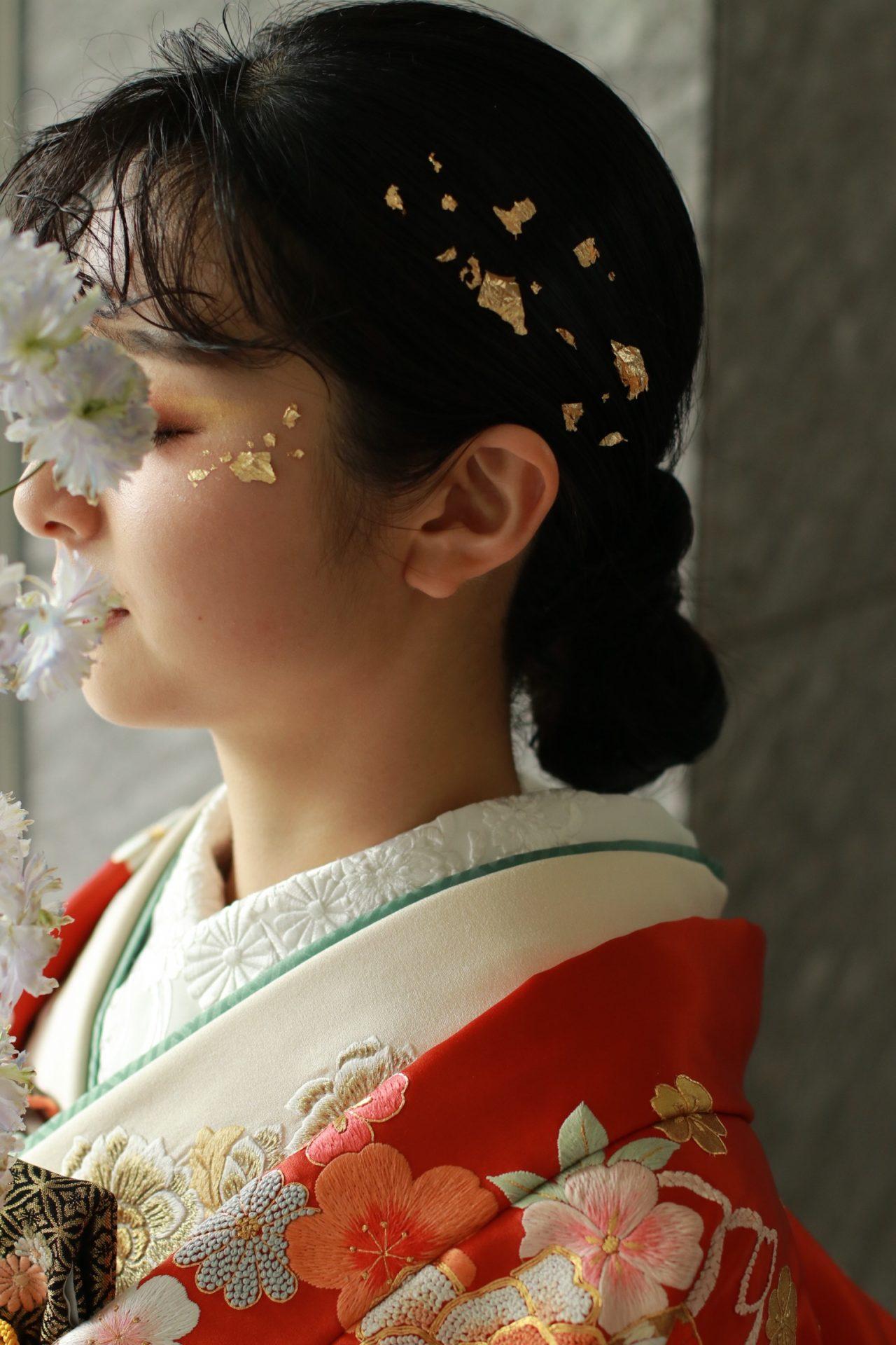 パレスホテル東京におすすめの色打掛、着物と金箔メイクのコラボレーションはコーディネートをモダンにさせます