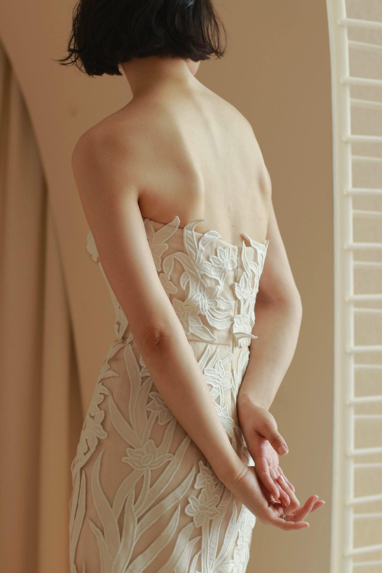 Oscar de la Rentaの2021ブライダルコレクションより入荷した新作ドレスは、大振りなレースが印象的なモダンなデザインです